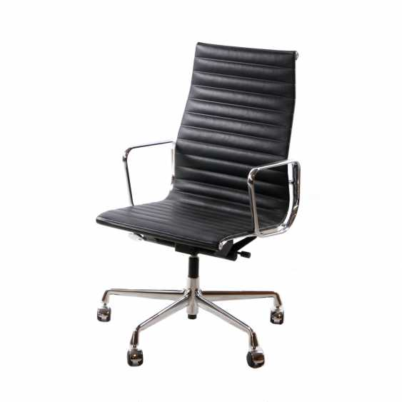 EAMES, CHARLES (1907-1978), office chair EA 119 - photo 1