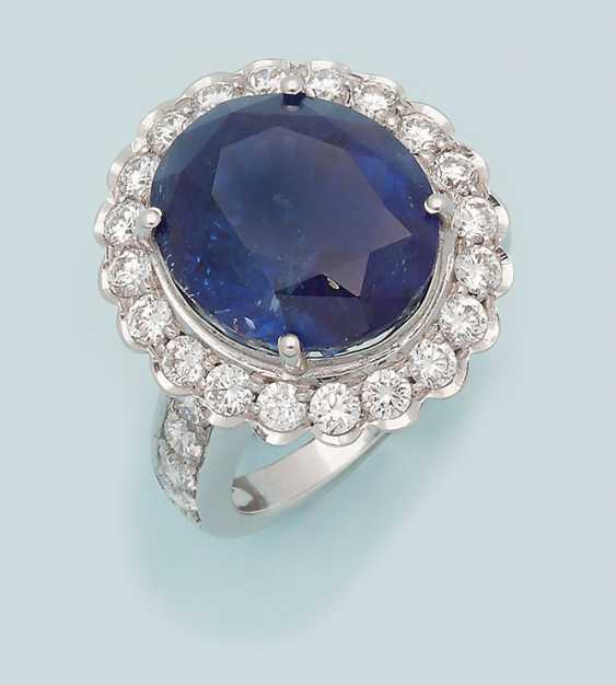 A magnificent jewel of a ring with a Royal blue Sri Lanka sapphire - photo 1