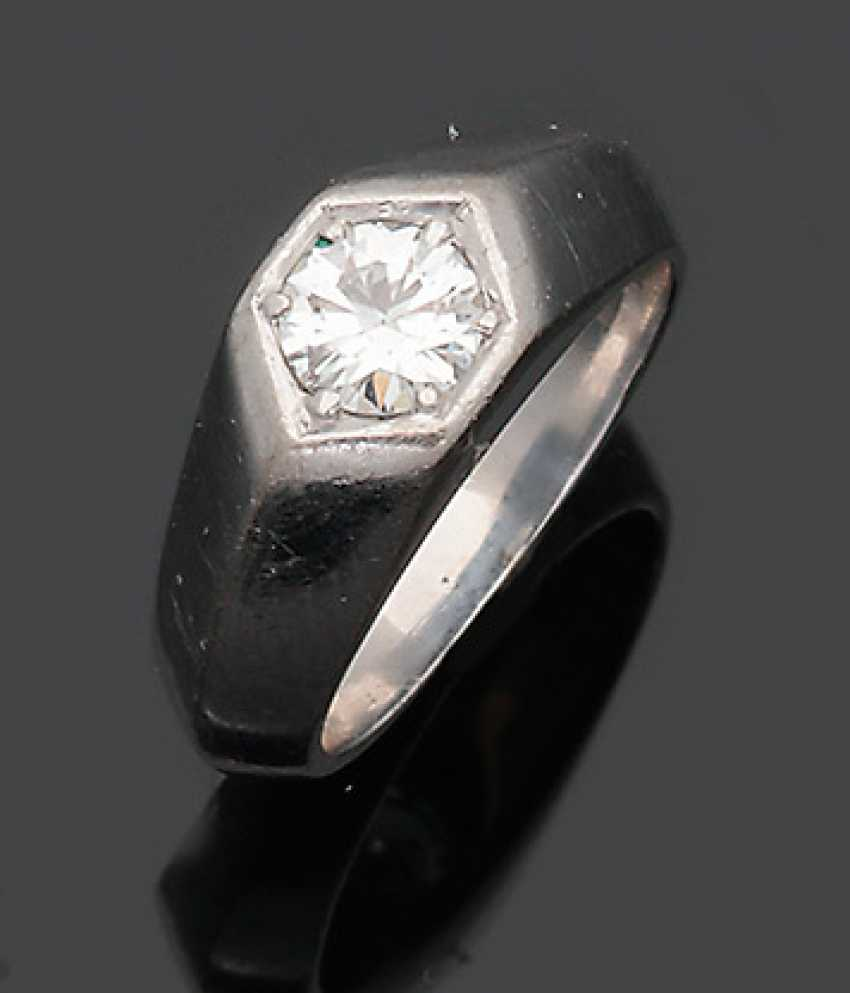 Band ring with diamond solitaire - photo 1