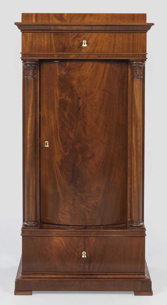 Biedermeier-Arrow Cabinet - photo 1