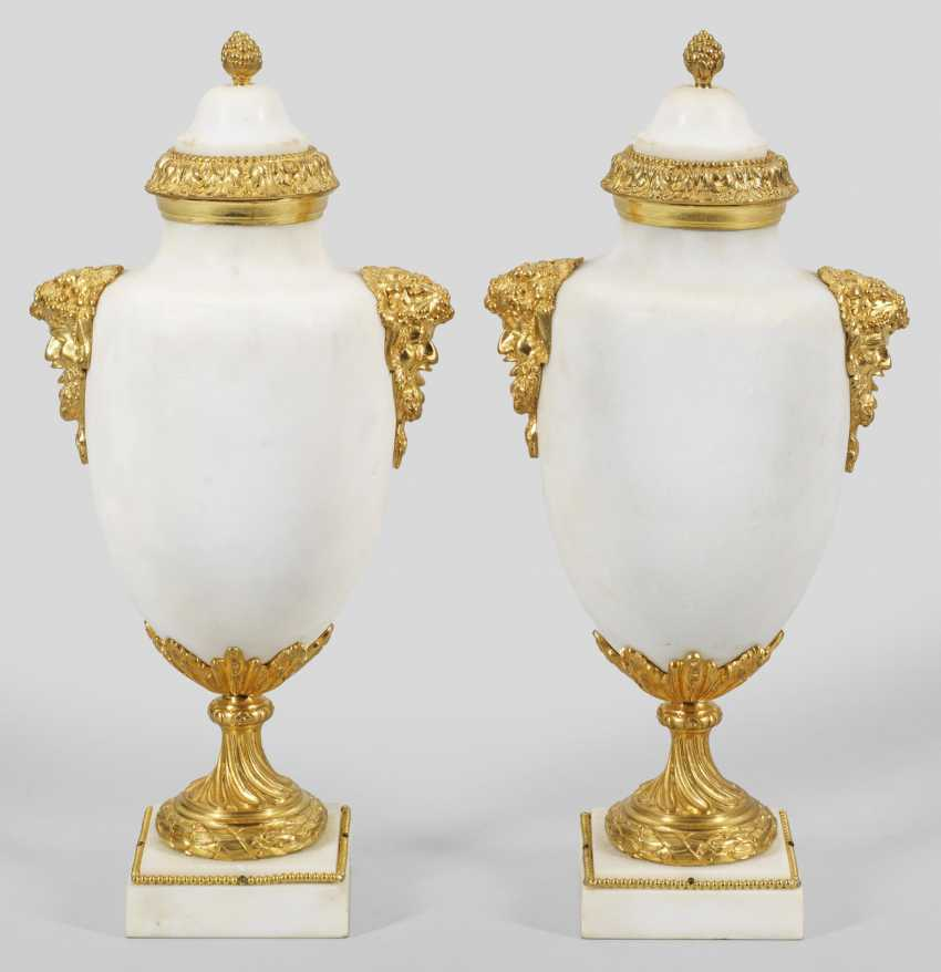 Pair of Louis XVI vases - photo 1