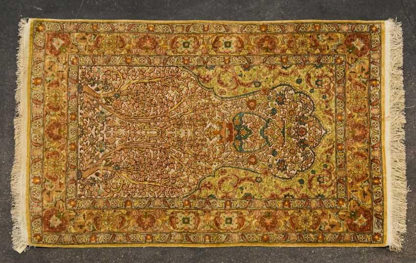 Oriental rug made of silk. HEREKE, 20. Century, approx. 135x88 cm - photo 1
