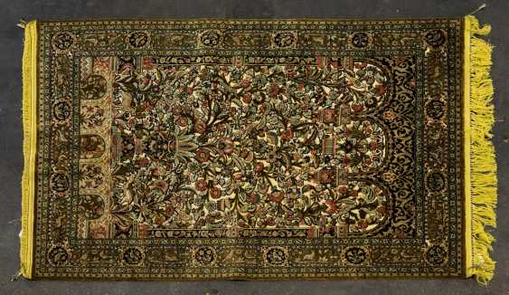 Oriental rug made of silk. TEHRAN/PERSIA, 1950s/60s, approx. 194x136 cm - photo 1