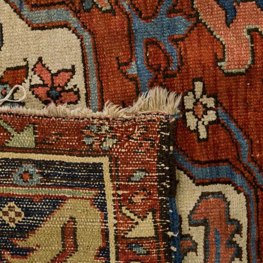 Orient carpet. HERIZ/PERSIA, around 1900, approx. 400x325 cm - photo 2