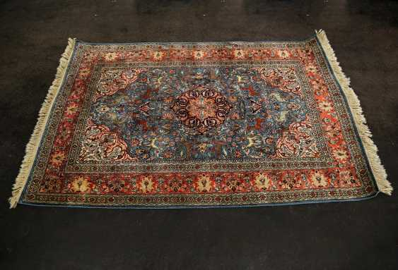 Oriental rug made of cashmere silk. 20. Century, approx. 183x121 cm - photo 1