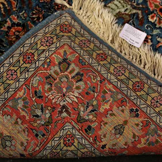 Oriental rug made of cashmere silk. 20. Century, approx. 183x121 cm - photo 2