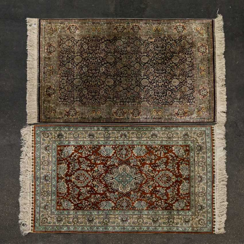 Two carpets made of silk. 20 century, each approx. 120x77 cm - photo 2