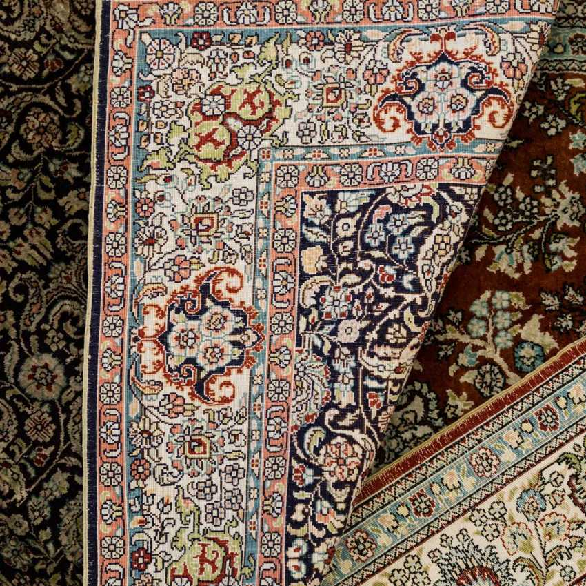 Two carpets made of silk. 20 century, each approx. 120x77 cm - photo 1