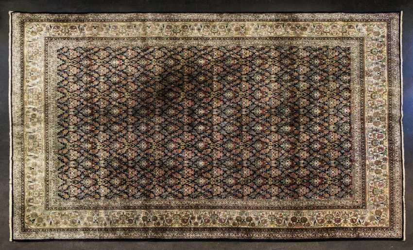 Oriental rug made of cashmere silk. 20. Century, 417x304 cm - photo 1