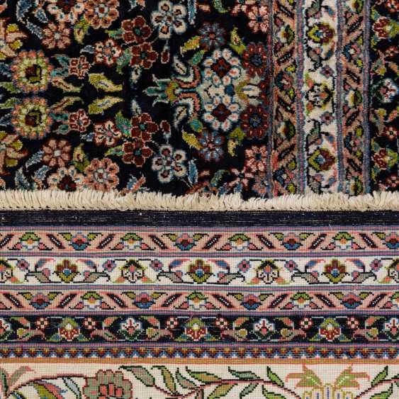 Oriental rug made of cashmere silk. 20. Century, 417x304 cm - photo 2