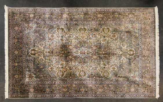 Oriental rug made of cashmere silk. 20. Century, 331x249 cm - photo 1