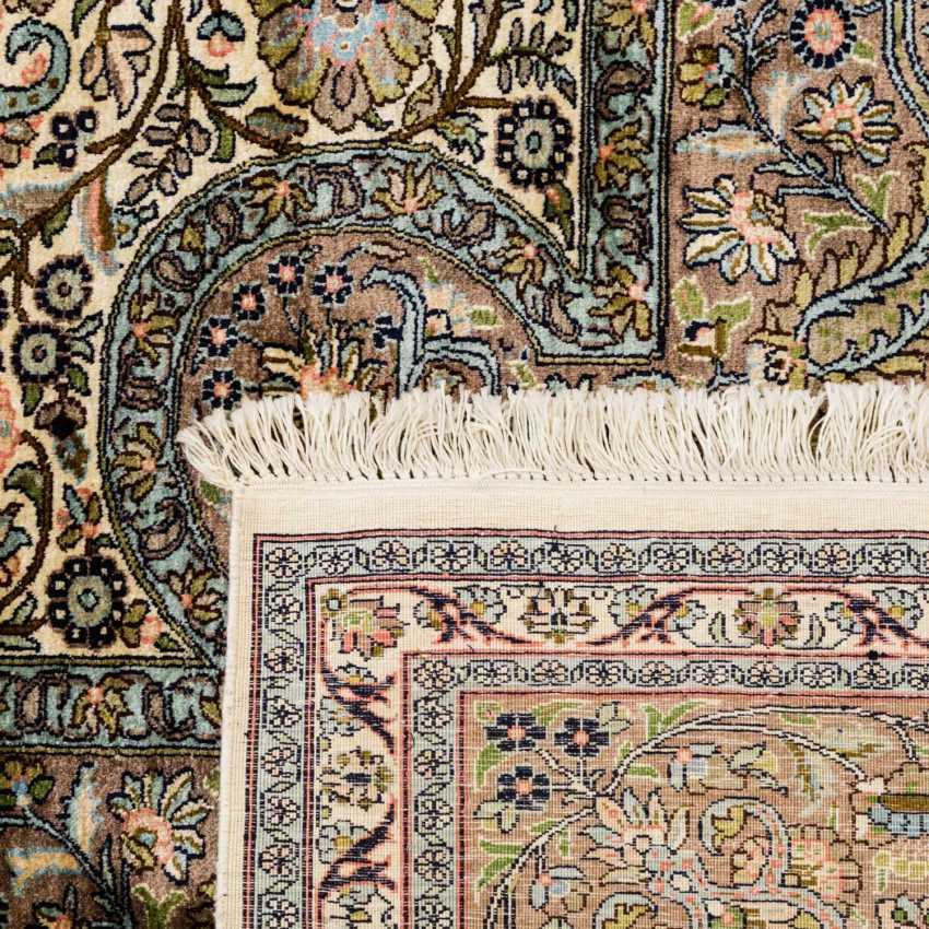 Oriental rug made of cashmere silk. 20. Century, 331x249 cm - photo 2