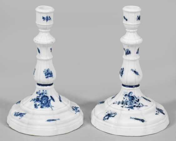 """Pair of candlesticks with decorative """"blue flower"""" - photo 1"""