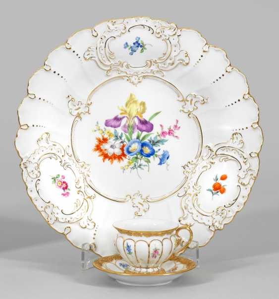 Ceremonial shell and Ziertasse with floral decor - photo 1
