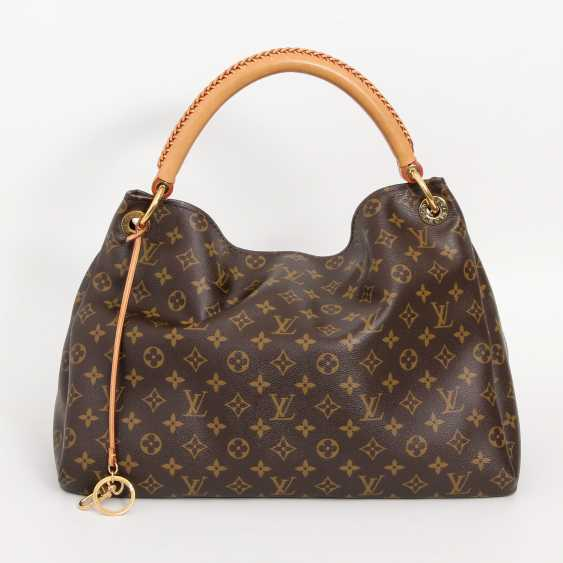 "LOUIS VUITTON's coveted shoulder bag is ""ARTSY MM"", collection 2012. - photo 1"