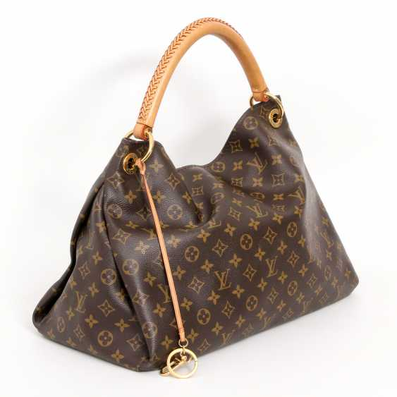 "LOUIS VUITTON's coveted shoulder bag is ""ARTSY MM"", collection 2012. - photo 2"