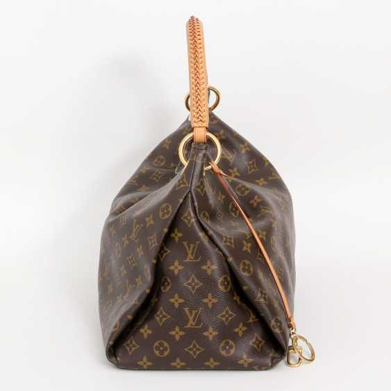 "LOUIS VUITTON's coveted shoulder bag is ""ARTSY MM"", collection 2012. - photo 3"