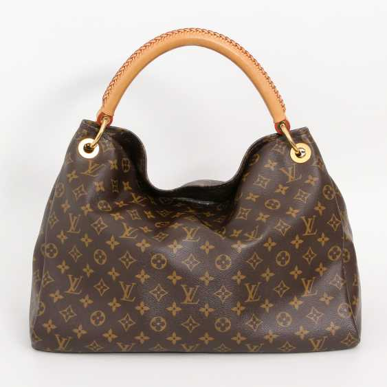 "LOUIS VUITTON's coveted shoulder bag is ""ARTSY MM"", collection 2012. - photo 4"