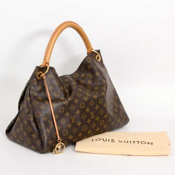 "LOUIS VUITTON's coveted shoulder bag is ""ARTSY MM"", collection 2012. - photo 5"