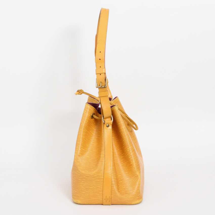 """LOUIS VUITTON VINTAGE elegant shoulder bag """"NOÈ PM"""", collection 1995. - photo 3"""