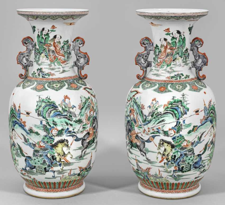 Pair of large Famille verte ground vases - photo 1