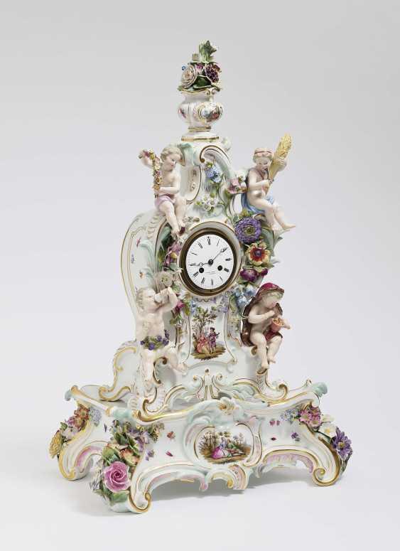 Mantel clock on pedestal - photo 1