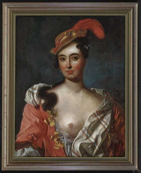 Portrait of a lady with feathered hat - photo 2