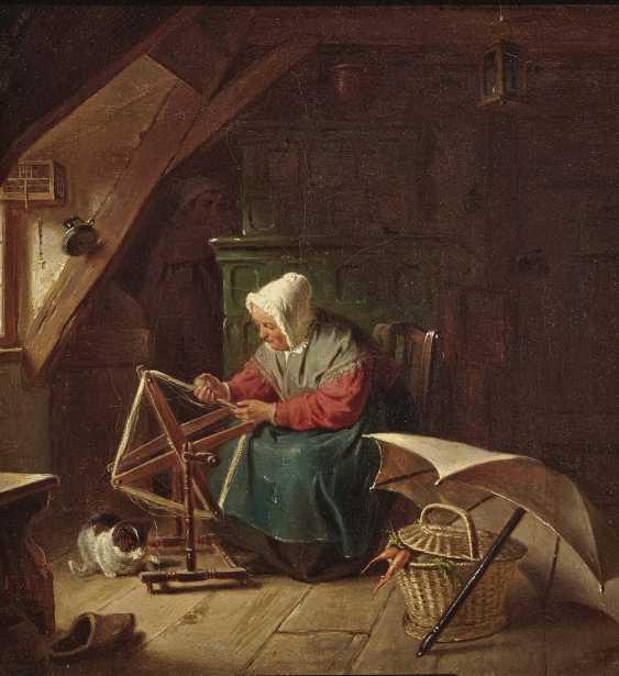 Довольные В избе старая крестьянка пряжи на мотовило, на полу спящую кошку - фото 1