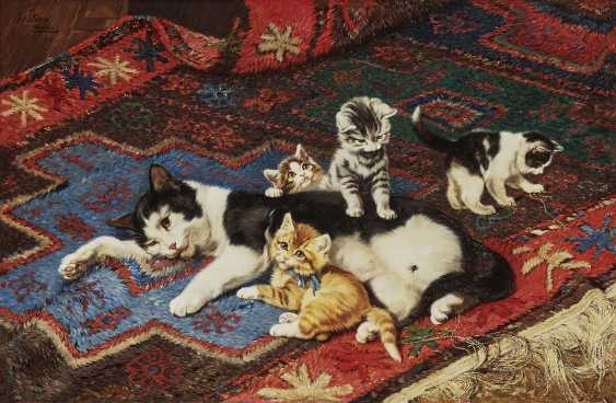 Mother cat with four kittens - photo 1