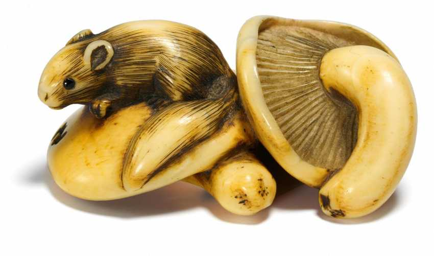 Netsuke: squirrel on mushrooms - photo 1