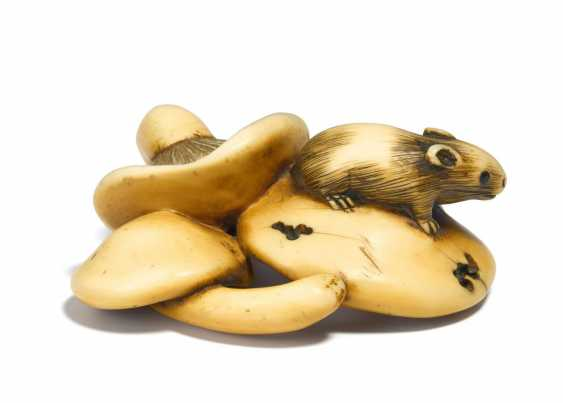 Netsuke: squirrel on mushrooms - photo 3