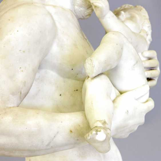 """ITALIENISCHER BILDHAUER DES 19. Jahrhundert, """"Silen mit Kind Dionysos (Bacchus)"""" - photo 5"""
