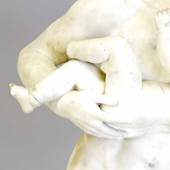 """ITALIENISCHER BILDHAUER DES 19. Jahrhundert, """"Silen mit Kind Dionysos (Bacchus)"""" - photo 6"""