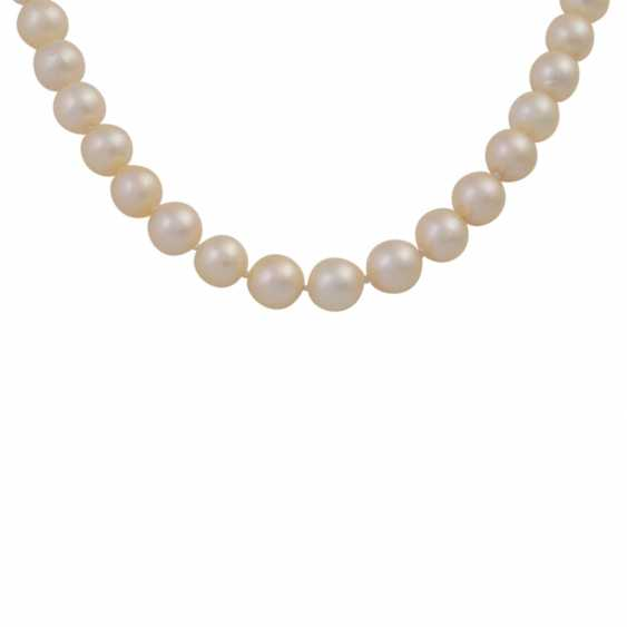 Necklace made of cream-colored cultured pearls - photo 2