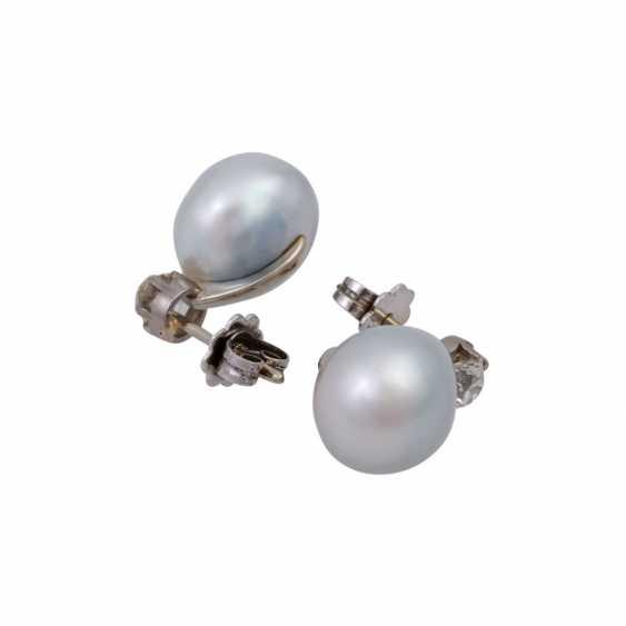 Pair of pearl stud earrings with 2 old European cut diamonds - photo 3