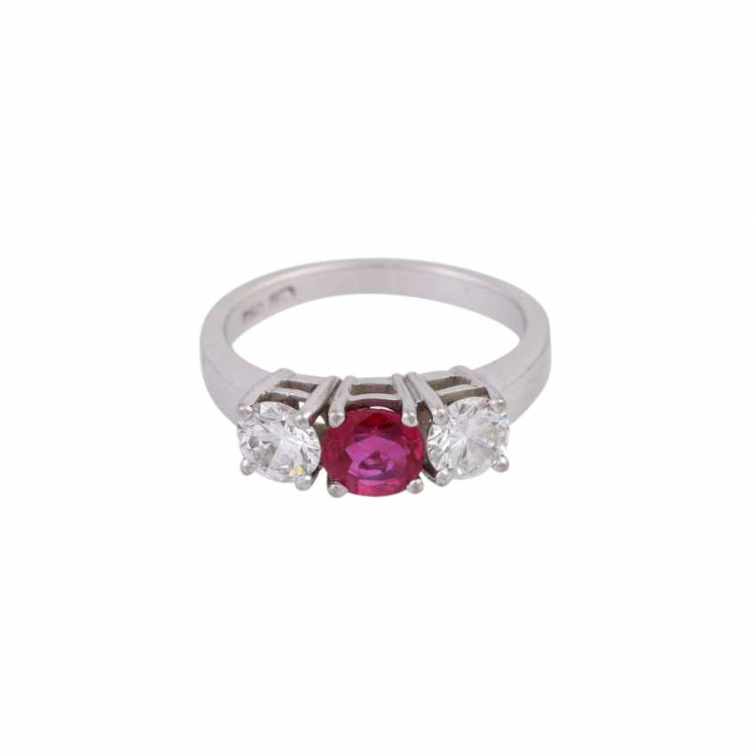 Ring with ruby and 2 diamonds - photo 1
