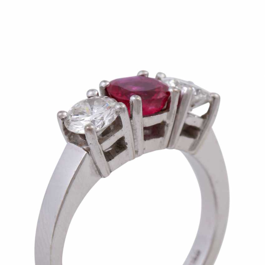 Ring with ruby and 2 diamonds - photo 5