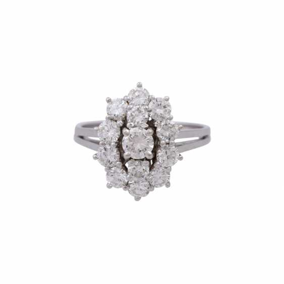Ring with 13 brilliant-cut diamonds, together approx. 1,68 ct (engraved) - photo 1