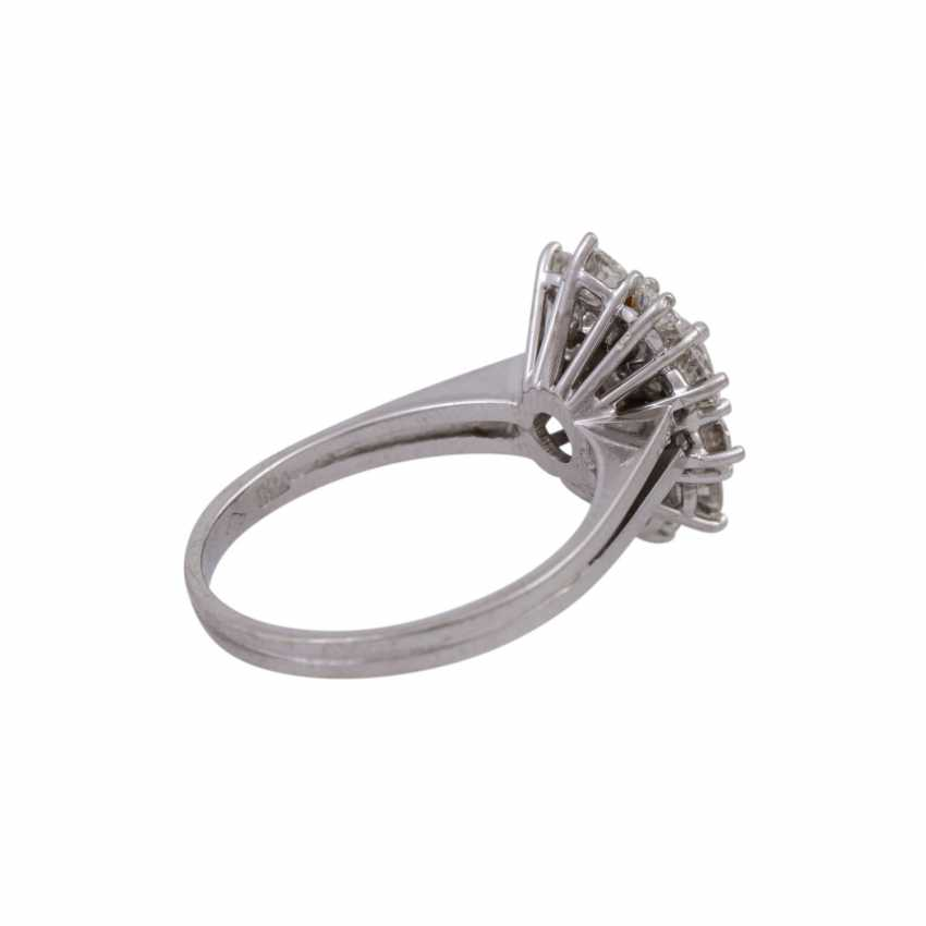 Ring with 13 brilliant-cut diamonds, together approx. 1,68 ct (engraved) - photo 3