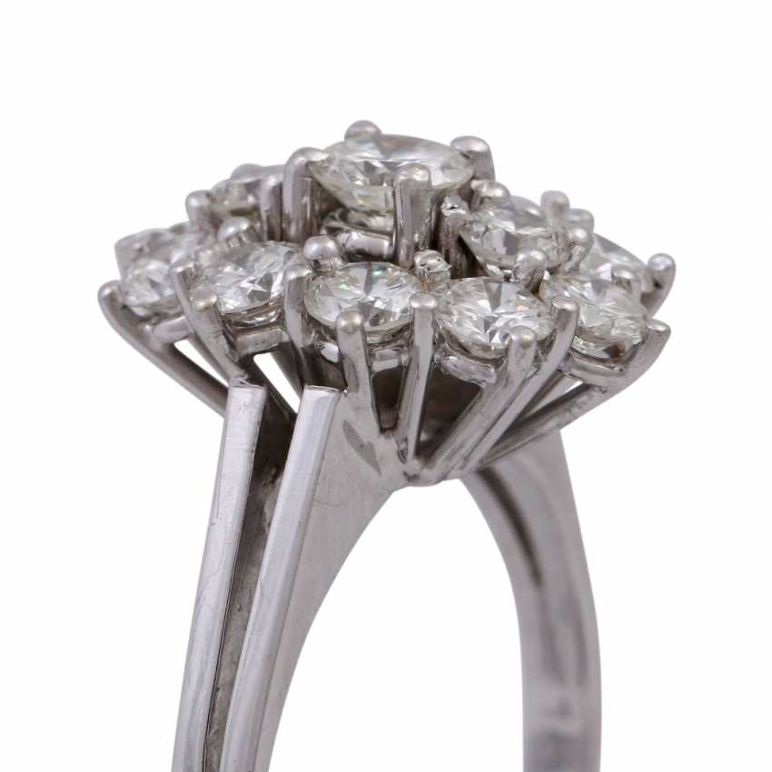 Ring with 13 brilliant-cut diamonds, together approx. 1,68 ct (engraved) - photo 5