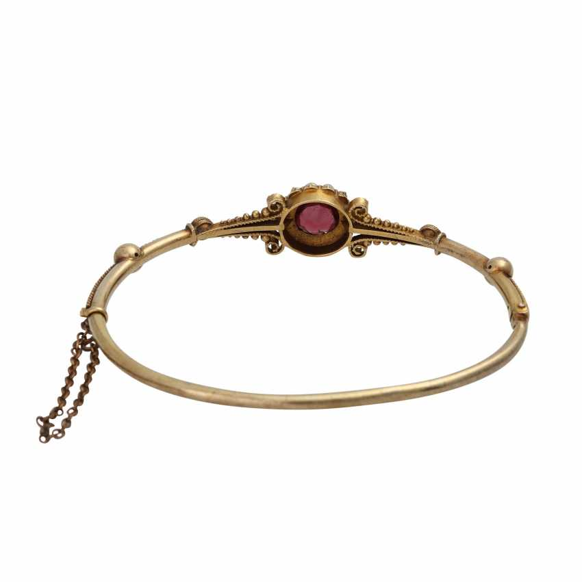 Bangle bracelet with round fac. Garnet framed by seed pearls, - photo 3