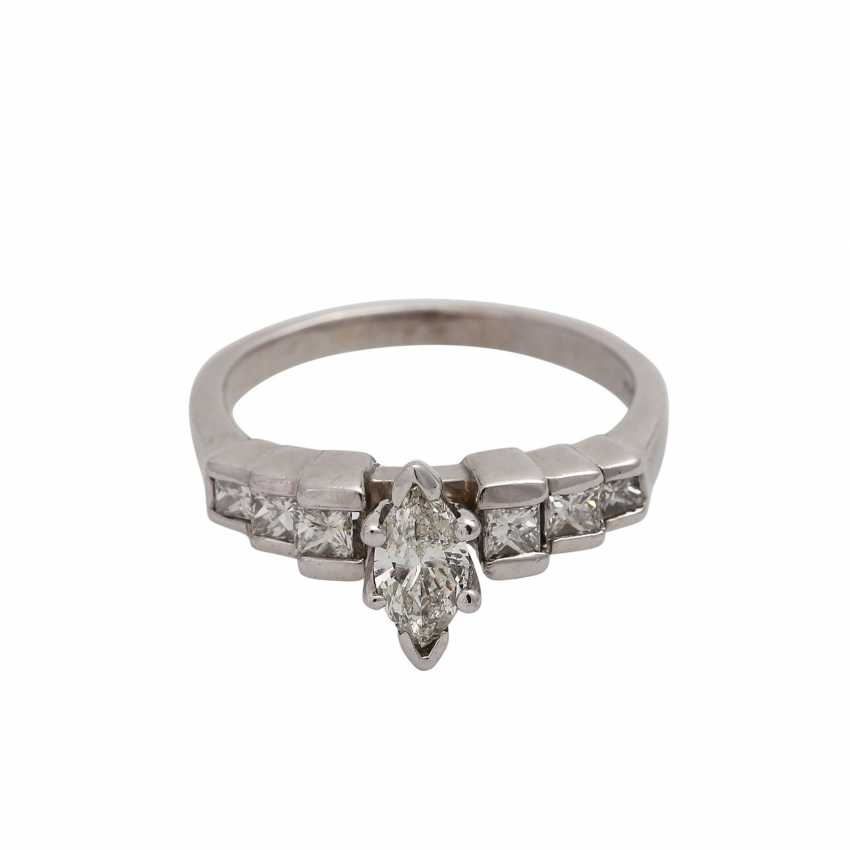 Ring with a Central diamond in a Marquis cut, approximately 0.4 ct, - photo 1