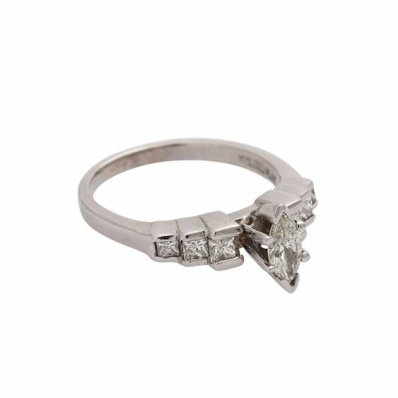Ring with a Central diamond in a Marquis cut, approximately 0.4 ct, - photo 2