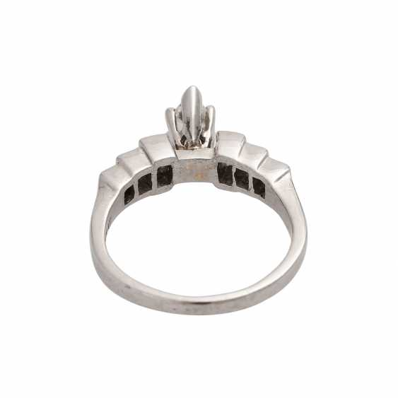 Ring with a Central diamond in a Marquis cut, approximately 0.4 ct, - photo 4