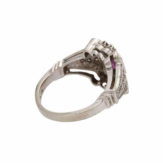 Art Deco Ring mit Rubin und Diamanten, - photo 3