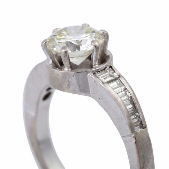 Ring with brilliant of approx 1.6 ct, - photo 5