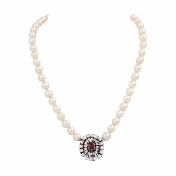 Pearl necklace with jewels-jewelry clasp, - photo 1