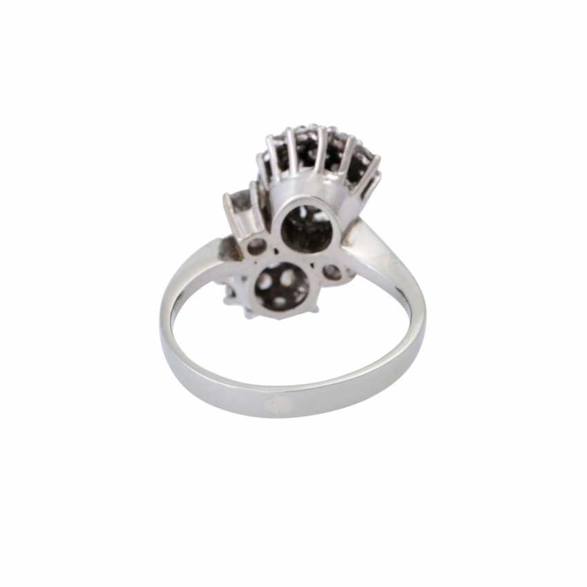 Ring set with numerous brilliant-cut diamonds together approximately 1.5 ct, - photo 4