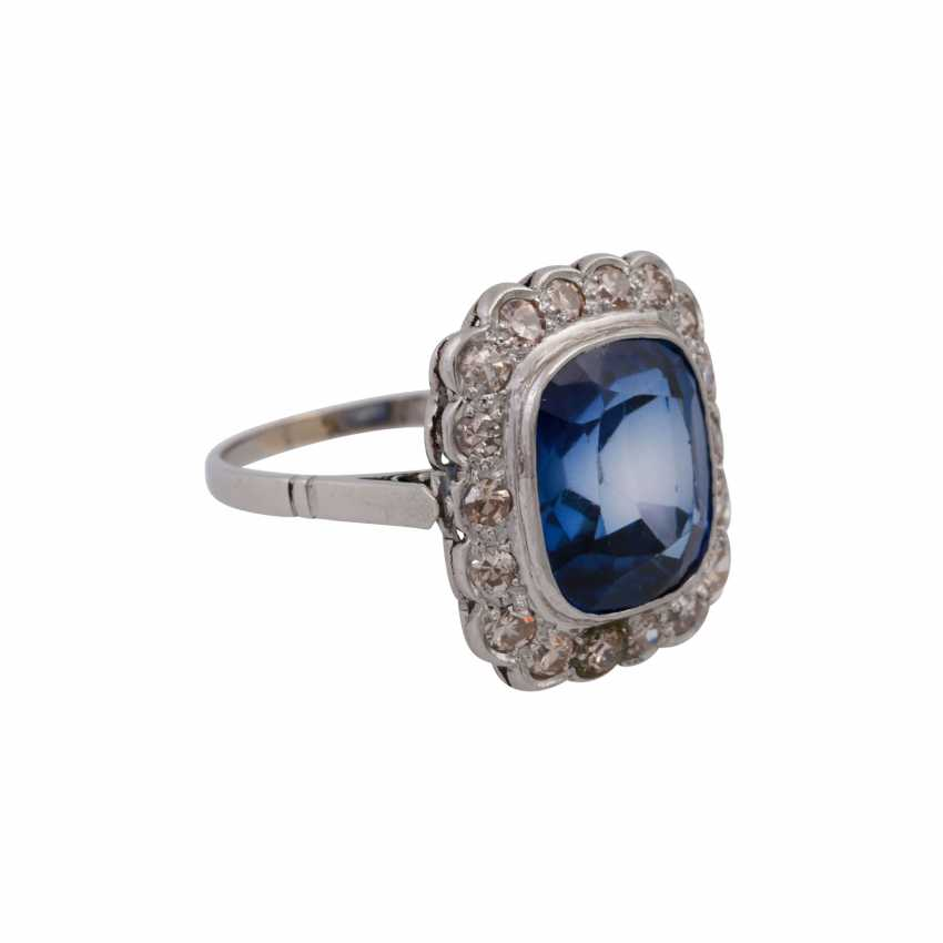 Ring with synth. Sapphire entouriert of 18 octagonal diamonds, - photo 2