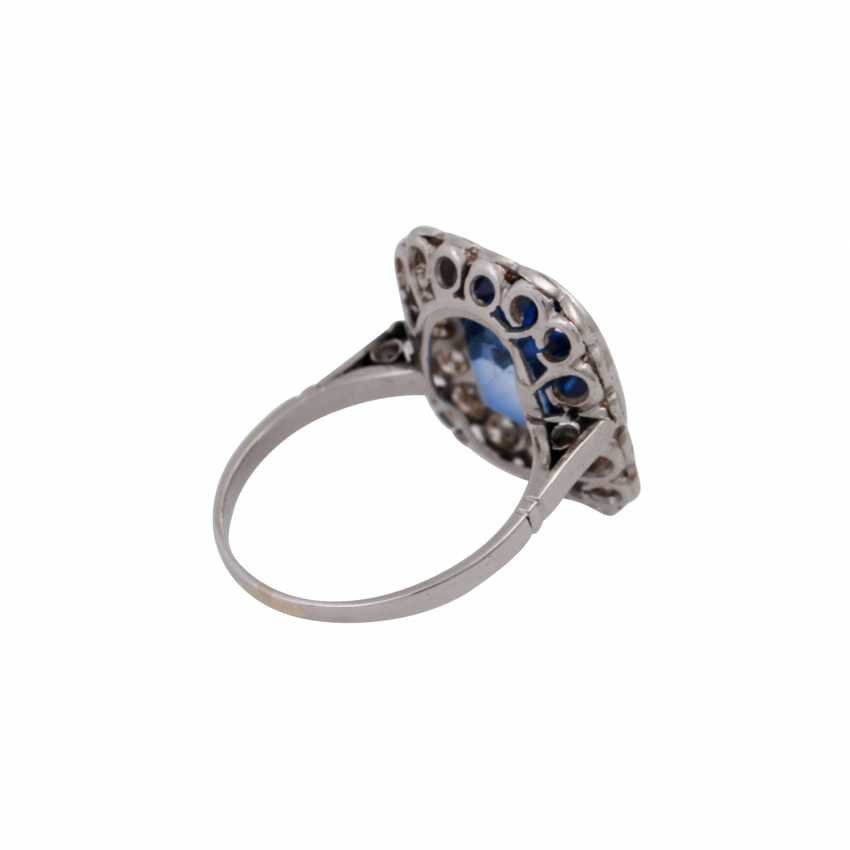Ring with synth. Sapphire entouriert of 18 octagonal diamonds, - photo 3